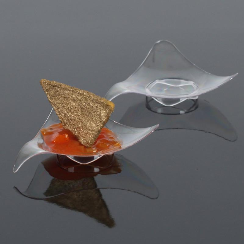 Engångstallrik i plast, vågig trekant