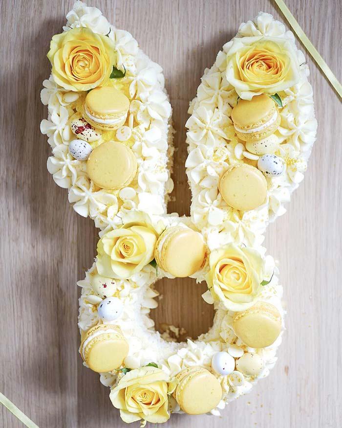 Gul tårta i form av en kanin.