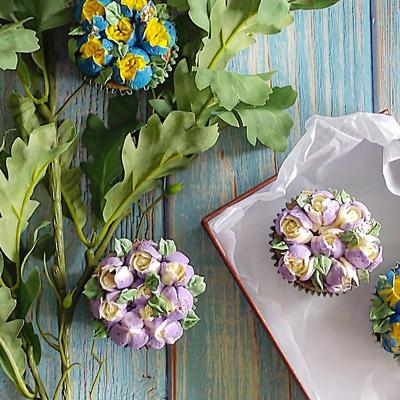 Cupcakes spritsade med ryska tyllar.