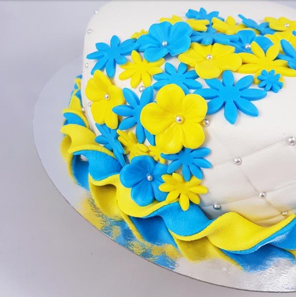 Närbild på studenttårta.