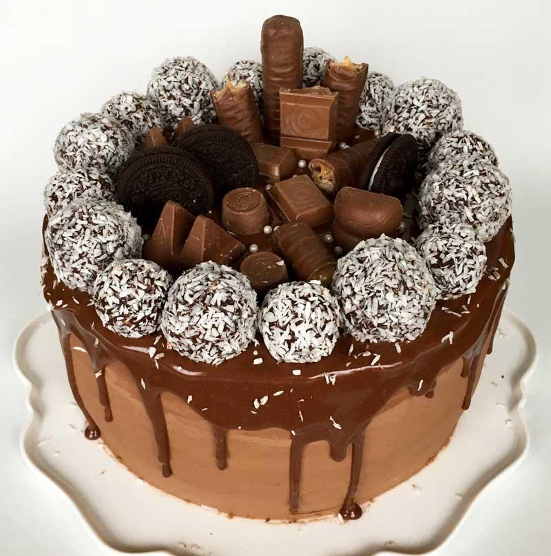 dekorera tårta med godis