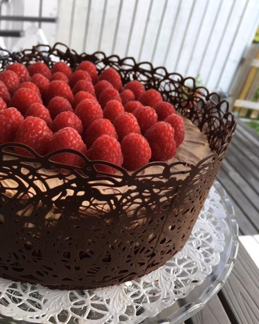 Victorias Chokladtårta toppad med hallon