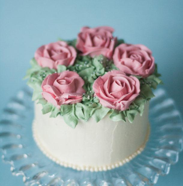 smörkräm till tårta med sockerpasta