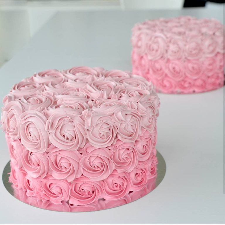 rosa smörkräm tårta