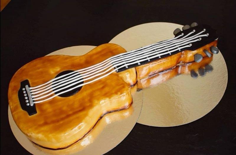 "Gitarrtårta ""Strings attached"""