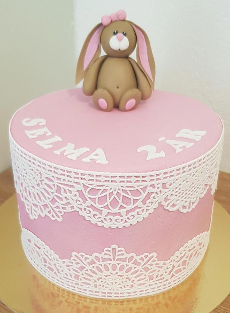 kanin på rosa tårta