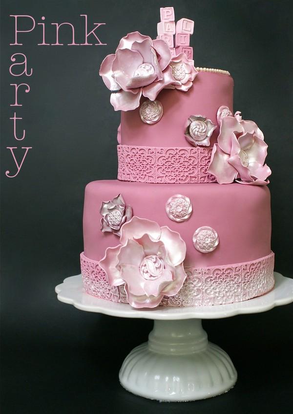 Pink Party rosa våningstårta i två våningar.