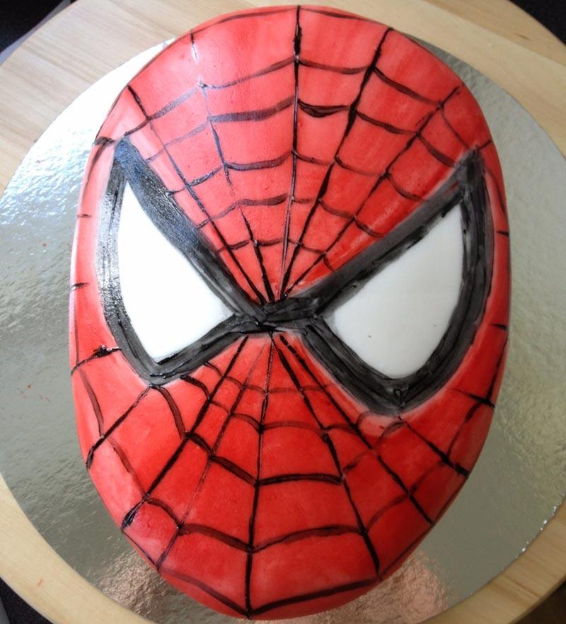 Spindelmannen ansikte i sockerpasta