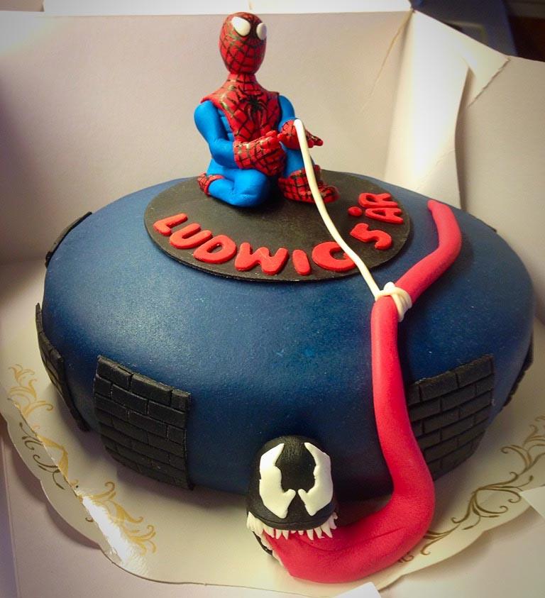 Spiderman fångar Venom i sitt nät