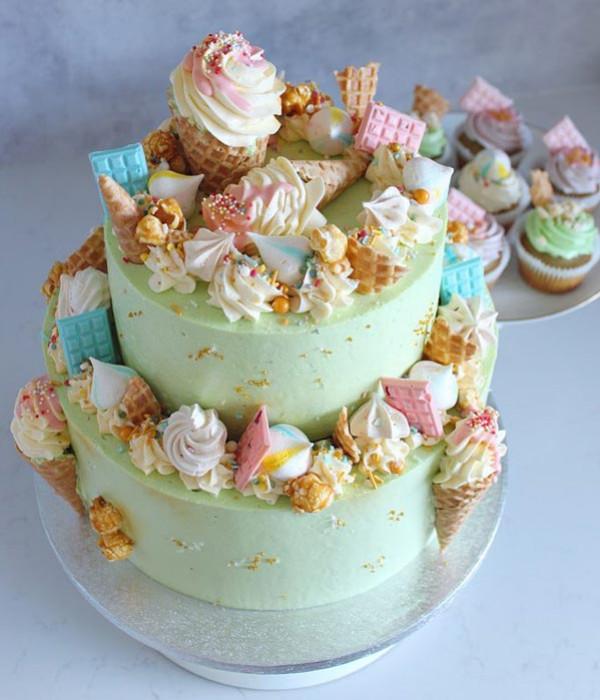 Strösseltårtor - Funfetti cakes
