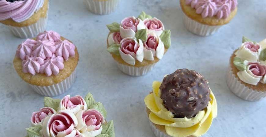 Spritsa flerfärgade blommor